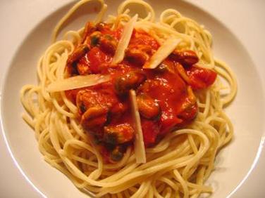 rezept spaghetti mit tomaten muschel so e f r anf nger. Black Bedroom Furniture Sets. Home Design Ideas